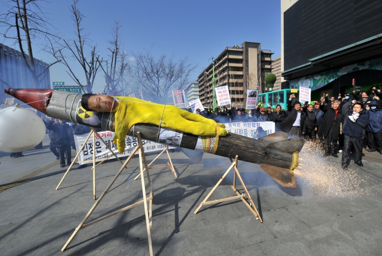 <p>South Korean activists protest the launch of a North Korean missile with a faux missile carrying an effigy of North Korean leader Kim Jong Un, in Seoul on March 20, 2012.</p>