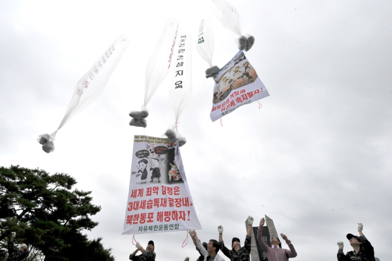 <p>Anti-Pyongyang activists, including North Korean defectors in Seoul, float giant balloons carrying leaflets criticising North Korean leader Kim Jong-Un from Imjingak park near the North-South border in Paju on September 9, 2012.</p>