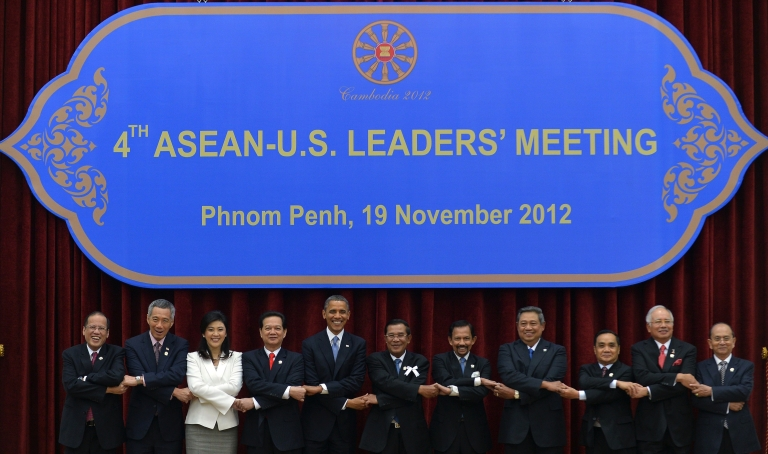 <p>From left, Philippine President Benigno Aquino, Singapore Prime Minister Lee Hsien Loong, Thai Prime Minister Yingluck Shinawatra, Vietnamese Prime Minister Nguyen Tan Dung, US President Barack Obama, South Korean President Lee Myung Bak, Cambodian Prime Minister Hun Sen, Brunei Sultan Hassanal Bolkiah, Indonesian President Susilo Bambang Yudhoyono, Laos Prime Minister Thongsing Thammavong, Malaysian Prime Minister Najib Razak and Myanmar Deputy Foreign Minister Kan Zaw join hands together for a family photo session during the Association of Southeast Asian Nations (ASEAN) and Korea summit in Phnom Penh on Nov. 19, 2012.</p>