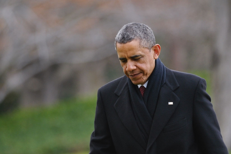 <p>US President Barack Obama walks across the South Lawn upon return to the White House on December 27, 2012 in Washington, DC. Obama returned to Washington under pressure to forge a year-end deal with Republicans to avoid the tax hikes and spending cuts of the