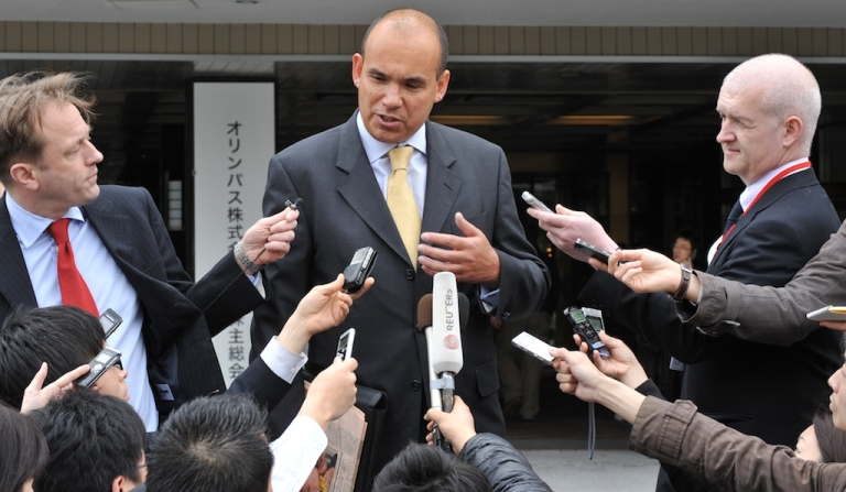 <p>Former Olympus chief executive Michael Woodford speaks to reporters upon his arrival at an extraordinary shareholders meeting in Tokyo on April 20, 2012.</p>
