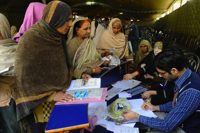 <p>A government run hospital in Lahore distributed faulty heart medication to almost 40,000 patients.</p>