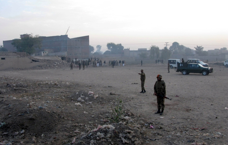 <p>Pakistan suicide car bomber killed six soldiers near a military base.</p>