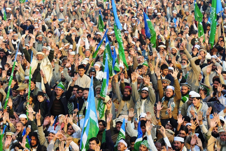 <p>Thousands of Pakistani Islamists protested the US in Lahore.</p>