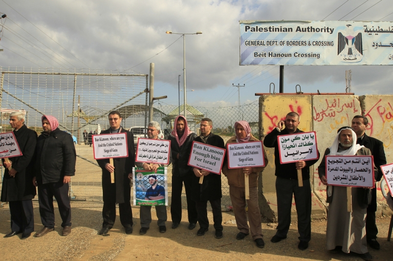 <p>Palestinian demonstrators hold signs about the situation of Palestinian prisoners in Israeli jails at the Erez checkpoint in the northern Gaza Strip on February 2 ,2012.</p>