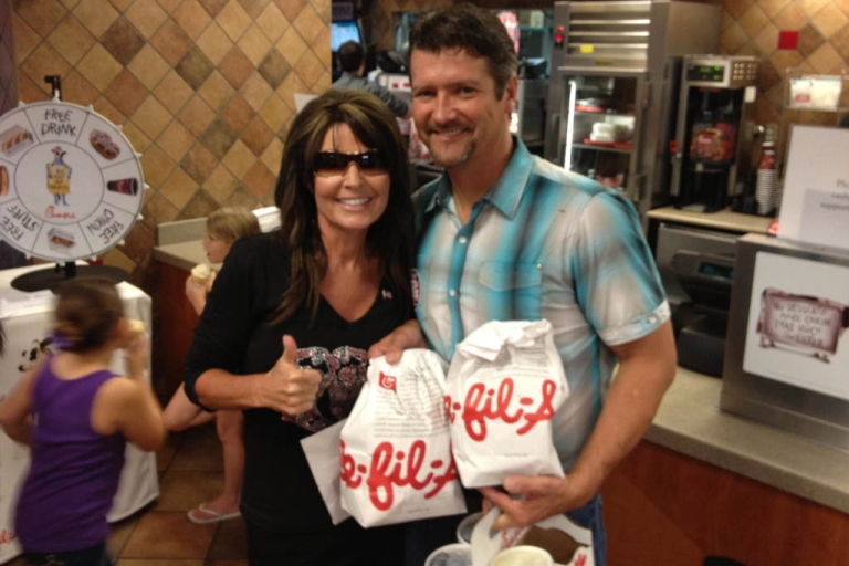 <p>Sarah Palin gives the thumbs up to Chick-fil-A amid gay marriage controversy.</p>