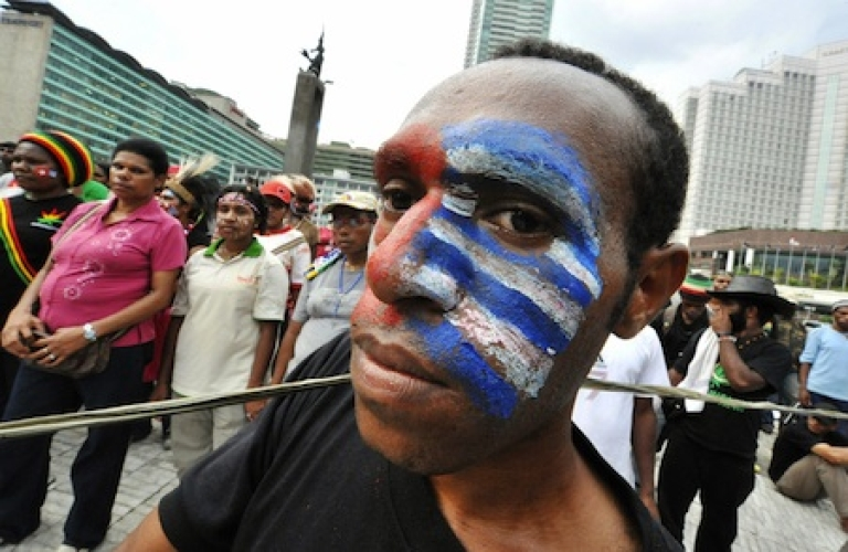 <p>A Papuan man with his face painted with the 'free Papua' flag takes part in a protest in Jakarta on December 1, 2008. Thousands also protested amid tight security across Indonesia's vast Papua region to call for independence from Jakarta.</p>