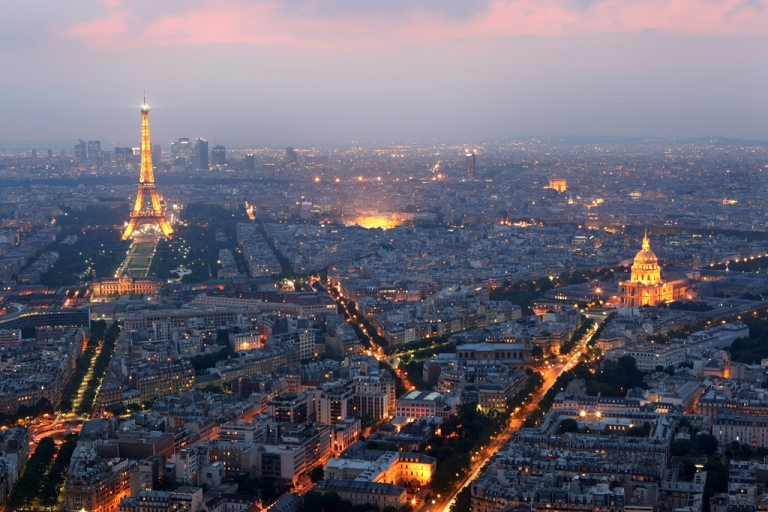 <p>General view of Paris at dusk with the Eiffel Tower and  the Hotel des Invalides prominent on June 10, 2008 in Paris, France.</p>