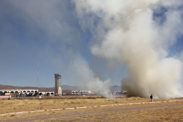 <p>Demonstrators seize and burn the grass field around the airstrip at the the airport of Juliaca, southern Peru, on June 25, 2010.</p>