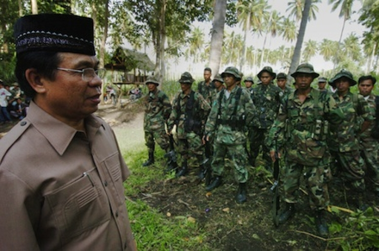 <p>Murad Ebrahim, chairman of the Muslim separatists Moro Islamic Liberation Front (MILF) inspects his troops at the rebels' base in Camp Darapanan in Maguindanao province located in southern Philippine island of Mindanao. After more than 30 years of insurgency to set up an Islamic state in the largely Roman Catholic Philippines, Murad and his 12,000 fighters are ready for peace talks with the government.</p>