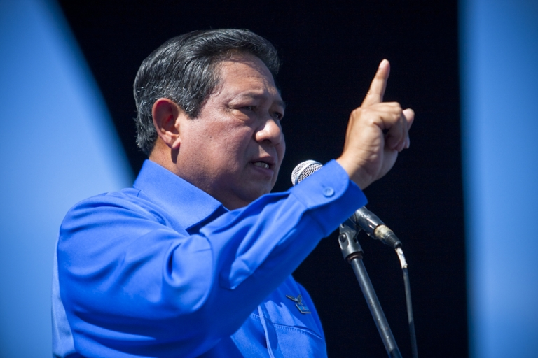 <p>Indonesian President Susilo Bambang Yudhoyono pledged to maintain peace and security in Aceh during the Democratic Party campaign in Banda Aceh March 29, 2009. Yudhoyono's son resigned from the Indonesian Parliament on February 14th, after he was caught absent from a plenary session.</p>