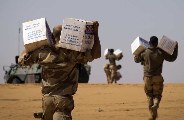 <p>French soldiers from the 126th Regiment Infantery carry boxes containing water bottles on April 8, 2013 some 105 kilometers North of Gao.</p>