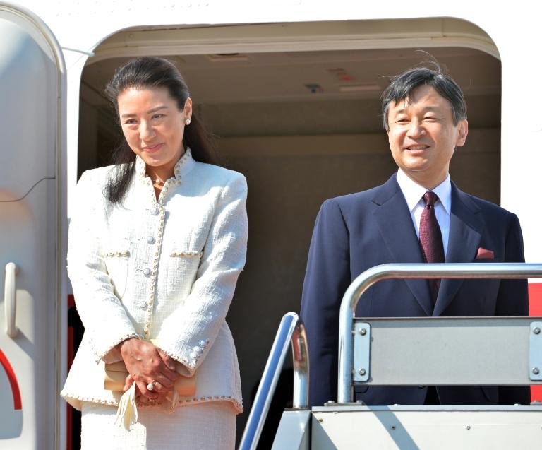 <p>Japanese Crown Prince Naruhito (R) and Crown Princess Masako (L) board their flight at Tokyo's Haneda airport on April 28, 2013.</p>