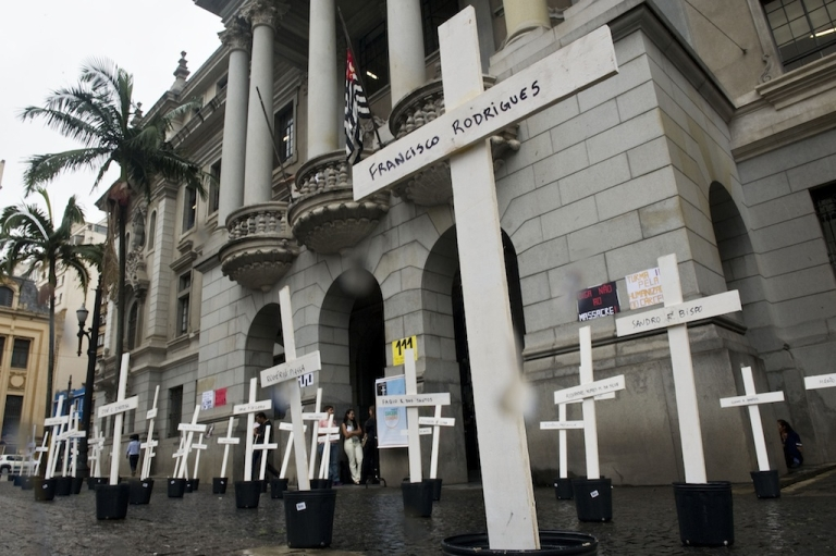 <p>Crosses are seen in front of the School of Law of the University of Sao Paulo (USP) in homage to the inmates killed in the 1992 Carandiru Penitentiary massacre in São Paulo, Brazil on April 8, 2013.</p>