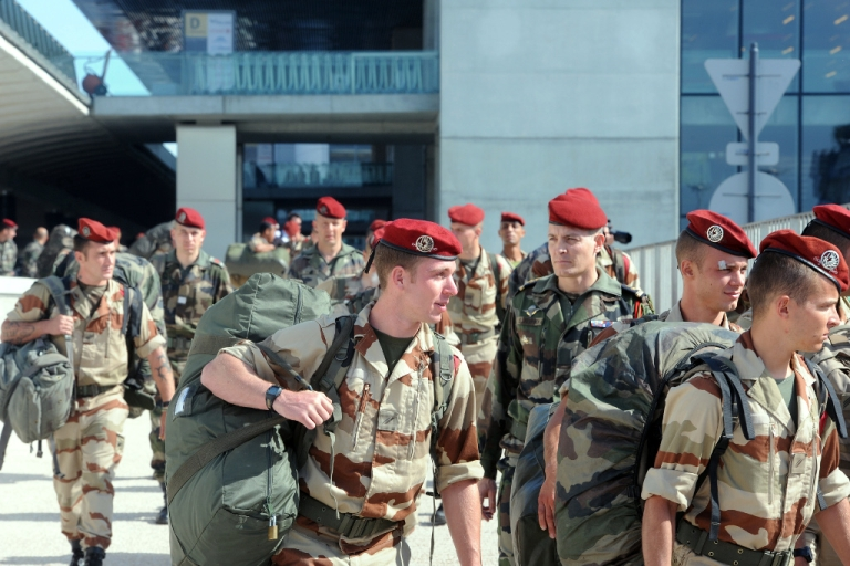 <p>Soldiers of the first Parachute Chasseur Regiment of Pamiers and of the 35th Parachute Artillery Regiment of Tarbes arrive from Mali, at the Toulouse-Blagnac airport, southwestern France, on April 11, 2013. The first French soldiers came back from Mali on April 11, marking the gradual withdrawal of the French troops.</p>
