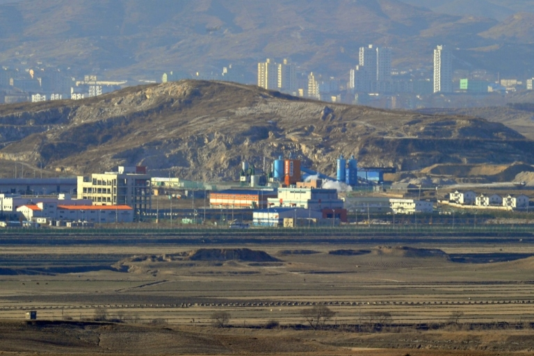 <p>The inter-Korean industrial complex of Kaesong is seen from a South Korean observation tower in Paju near the Demilitarized Zone (DMZ) dividing the two Koreas on December 22, 2011.</p>