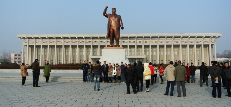<p>A statue of former North Korean leader Kim Il Sung in the North Korean border town of Siniuju, across from China's northeastern city of Dandong.</p>
