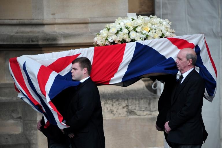 <p>Pallbearers carry Thatcher's coffin.</p>