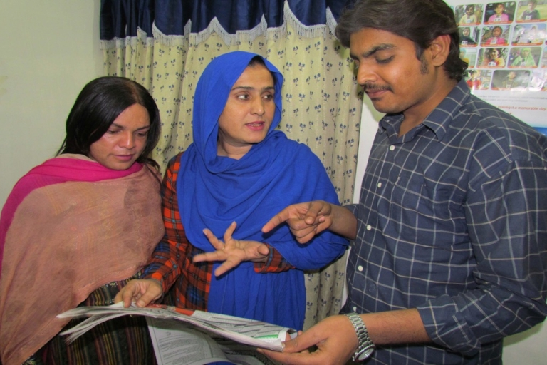 <p>Pakistani eunuch Sanam Fakir (C), 32, talks to his election campaign staff ahead of general elections in Sukkur, about 800 kilometres (500 miles) southwest of Islamabad, on February 25, 2013.</p>