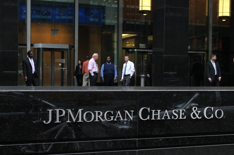 <p>Workers smoke cigarettes outside of a JPMorgan Chase office on May 14, 2012 in New York City. An SEC investigation is looking into JP Morgan's hiring practices in China.</p>