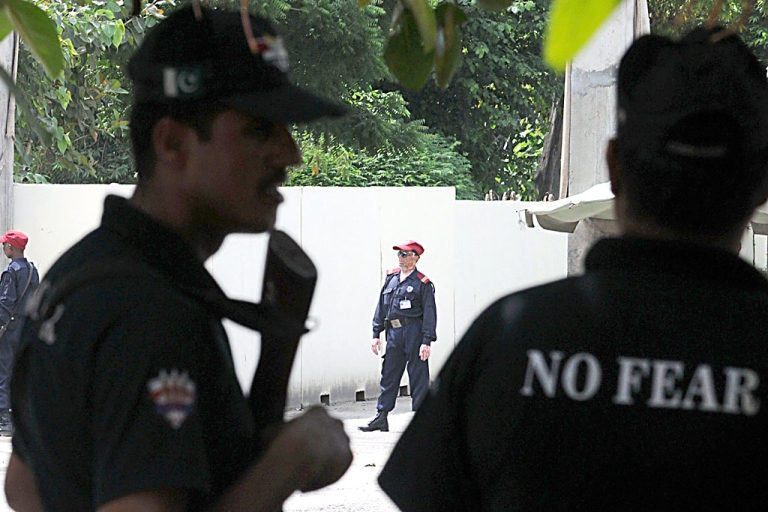 <p>Pakistani security personnel stand alert outside the US consulate in Lahore on August 9, 2013. The United States has evacuated all non-emergency staff from its consulate in the Pakistani city of Lahore, citing