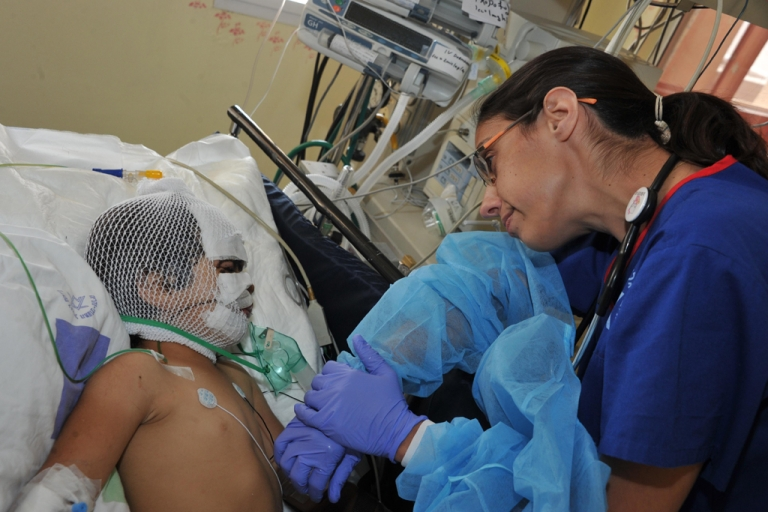 <p>A wounded Syrian girl receives treatment in an Israeli ICU.</p>