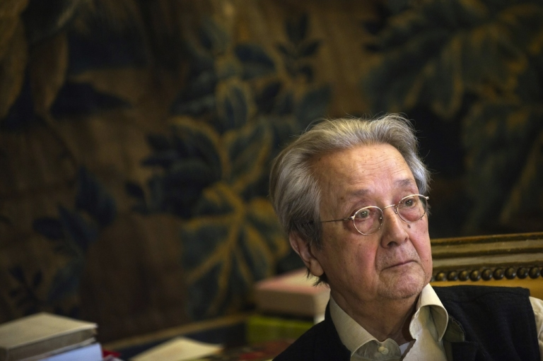 <p>French lawyer Jacques Verges takes part in a press conference in Paris on April 3, 2011.</p>