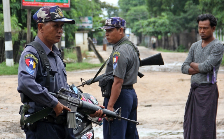 <p>Armed Myanmar policemen stand on alert in the streets of Htan Gone village on August 26 after some 1,000 anti-Muslim rioters rampaged through villages in Kanbalu township, in the central region of Sagaing, setting fire to property and attacking rescue vehicles on August 24.</p>
