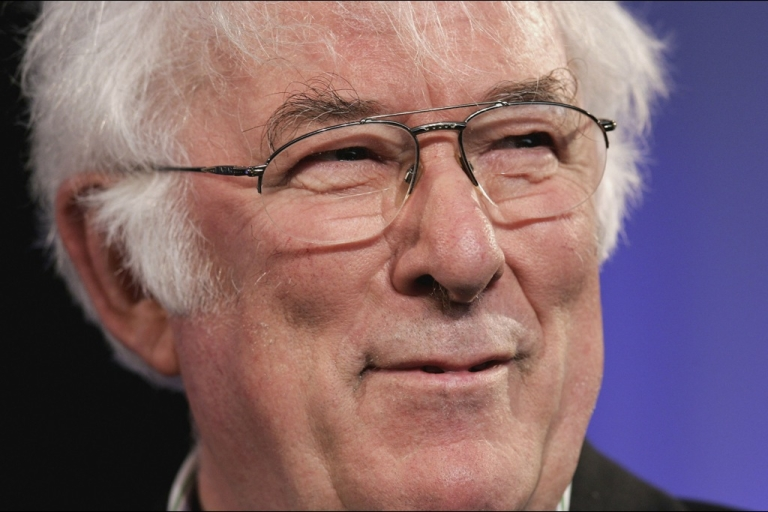 <p>Poet Seamus Heaney reads from his new book of poetry, District and Circle, at the Guardian Hay Festival on May 29, 2006 in Hay-On-Wye, England.</p>