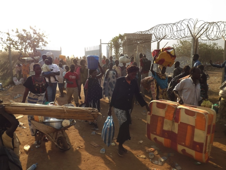 <p>People arrive to seek refuge in the UN compound in Juba, on December 18, 2013. Days of fierce fighting in South Sudan's capital has killed hundreds of people and sent thousands seeking refuge.</p>