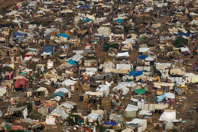 <p>A general view of the refugee camp near the airport in Bangui on December 19, 2013.</p>