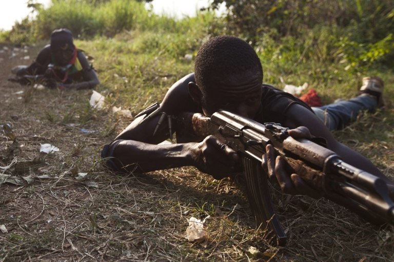 <p>Anti-balaka militiamen, who were former members of the Central African Armed Forces (FACA), take part in a training session on the outskirts of Bangui on December 17, 2013.</p>