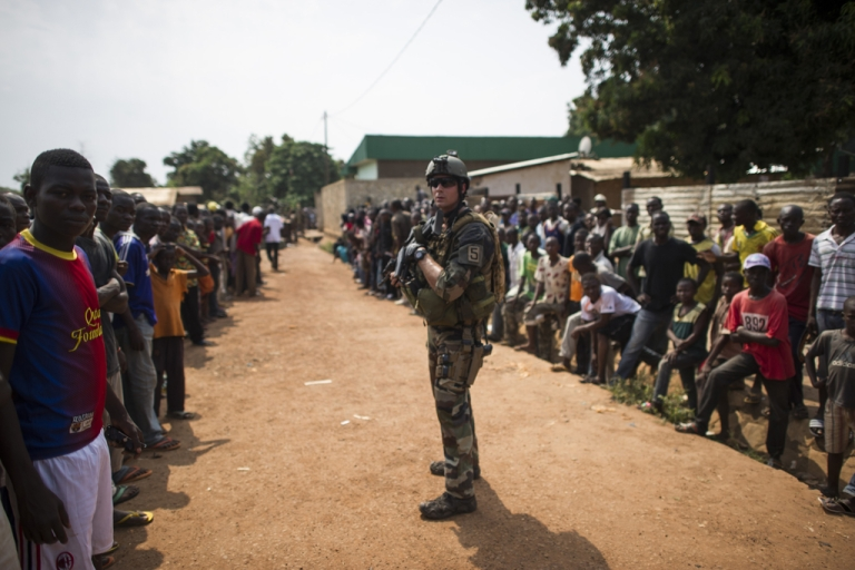 <p>People are gathered during a disarmament operation by French militaries in Bangui, on December 9, 2013. French troops on Monday began disarming fighters in the Central African Republic.</p>