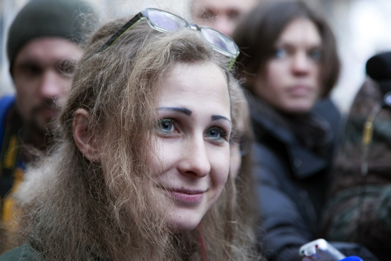<p>Maria Alyokhina, one of the jailed members of anti-Kremlin punk band Pussy Riot is pictured after beeing freed in Nizhny Novgorod on December 23, 2013.</p>