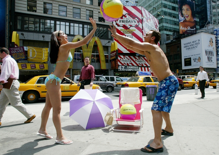 <p>A new climate model predicts that snowfall will decrease globally due to global warming except at the poles and the Earth's highest altitudes.</p>
