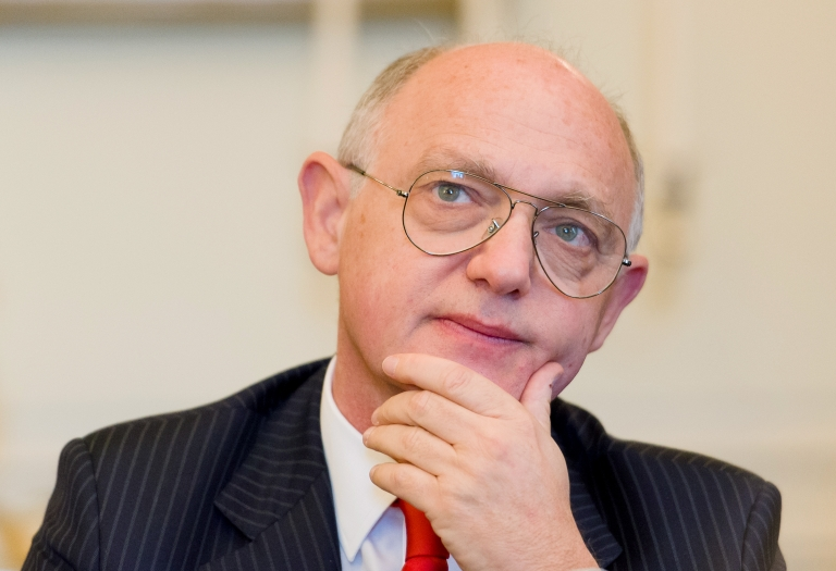 <p>Argentinian Foreign Minister Hector Timerman addresses a press conference in central London, on February 6, 2013. Argentina expects to have control of the British-held Falkland Islands within 20 years, the country's foreign minister said in comments published on Tuesday.</p>