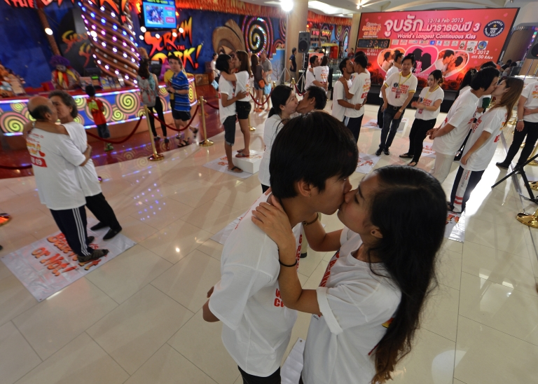 <p>Thai couples kiss during a competition for the 'World's Longest Continous Kiss' ahead of Valentine's Day in Pattaya on February 12, 2013.</p>