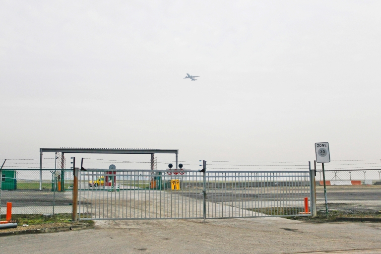 <p>Fences surround Bussels international airport in Zaventem on February 19, 2013, where armed robbers made off with $50 million worth of diamonds in a massive heist on February 19, 2013.</p>