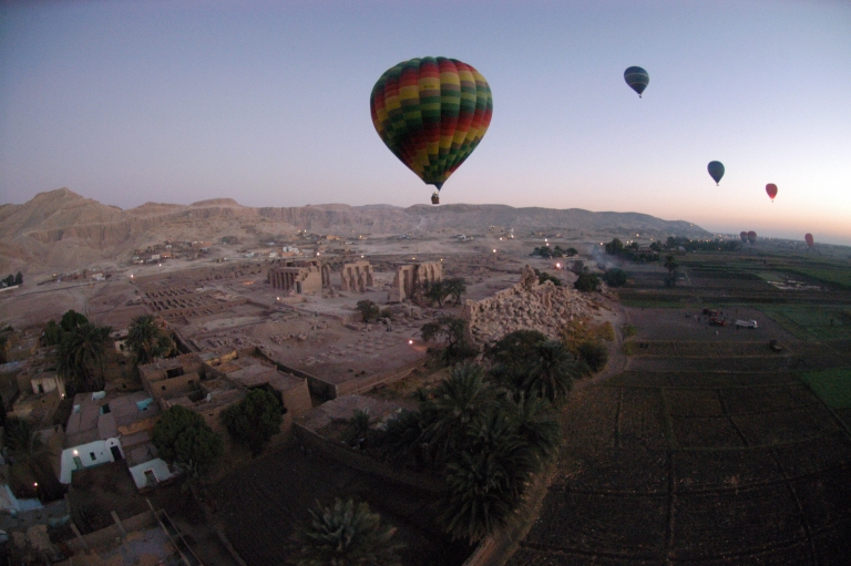 <p>Tourist hot air balloons float during dawn across Egypt's Valley of the Kings, near Luxor on November 15, 2007.</p>