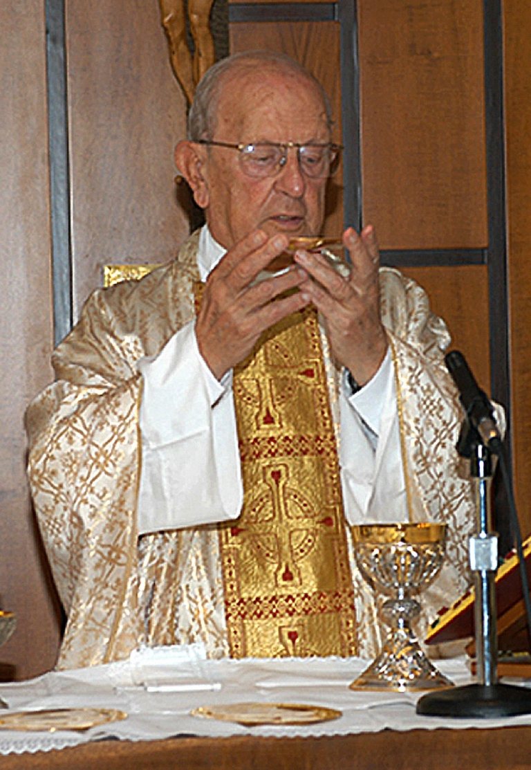 <p>Mexican catholic Father Marcial Maciel celebrating the solemn Mass on August 15, 2005 in Rome.</p>