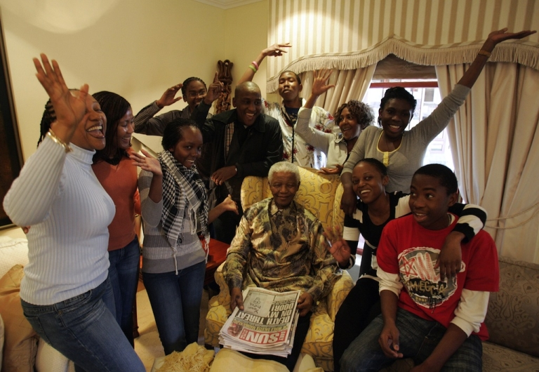 <p>Former South African President Nelson Mandela (C) celebrate his birthday surrounded by his grandchildren during an interview with the media at his house in Qunu, on July 18, 2008.</p>