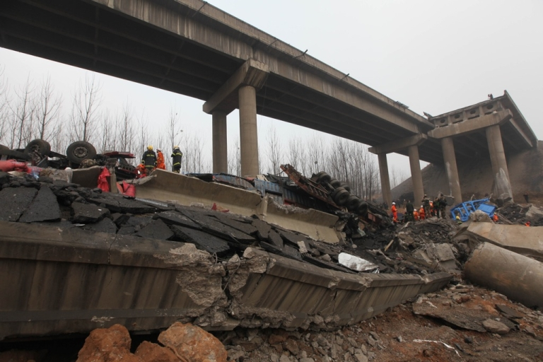 <p>Rescuers work at the scene of the collapsed Yichang bridge near the city of Sanmenxia, in central China's Henan province, on February 1, 2013.</p>