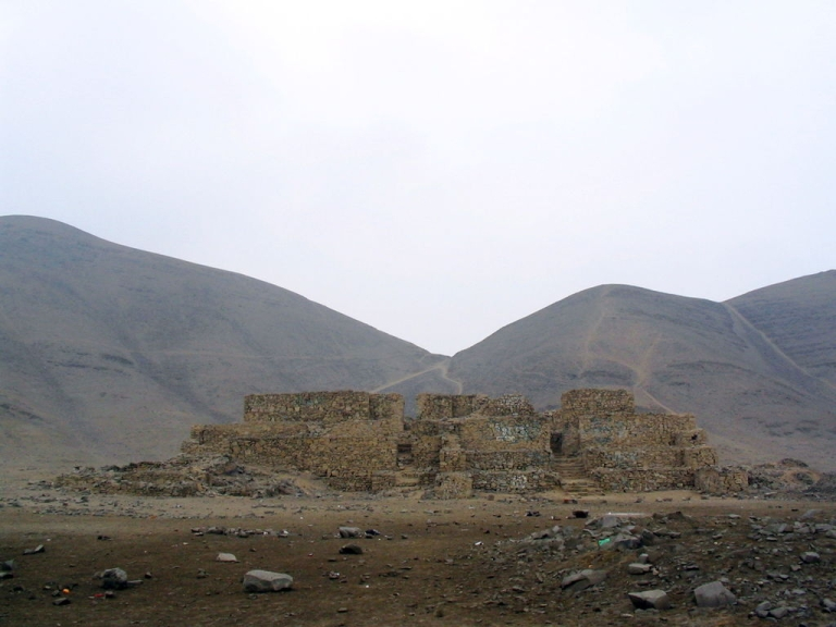 <p>A previously unknown temple believed to be 5,000 years old has been  unearthed at the famous El Paraiso archaeological site outside of Lima, Peru, scientists say.</p>