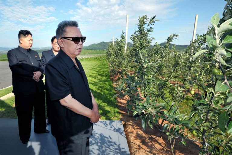 <p>Kim Jong Il (right) and his son, the current leader of North Korea, Kim Jong Un (left), visit the Taedonggang Combined Fruit Processing Factory at the suburb of Pyongyang.</p>