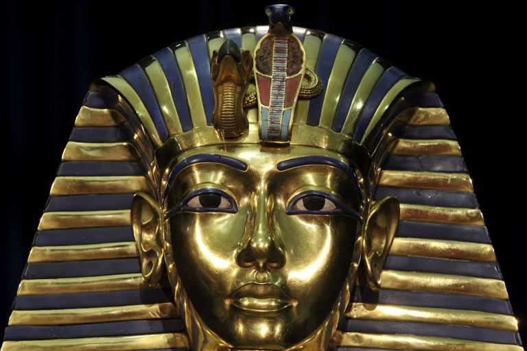<p>A replica of Egyptian pharaoh Tutankhamun's death mask stands on display at the Tutankhamun, His Tomb and his Treasures exhibition in Munich, Germany.</p>