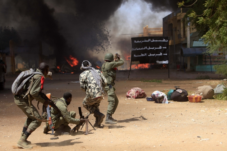 <p>Malian soldiers fight in the city of Gao.</p>