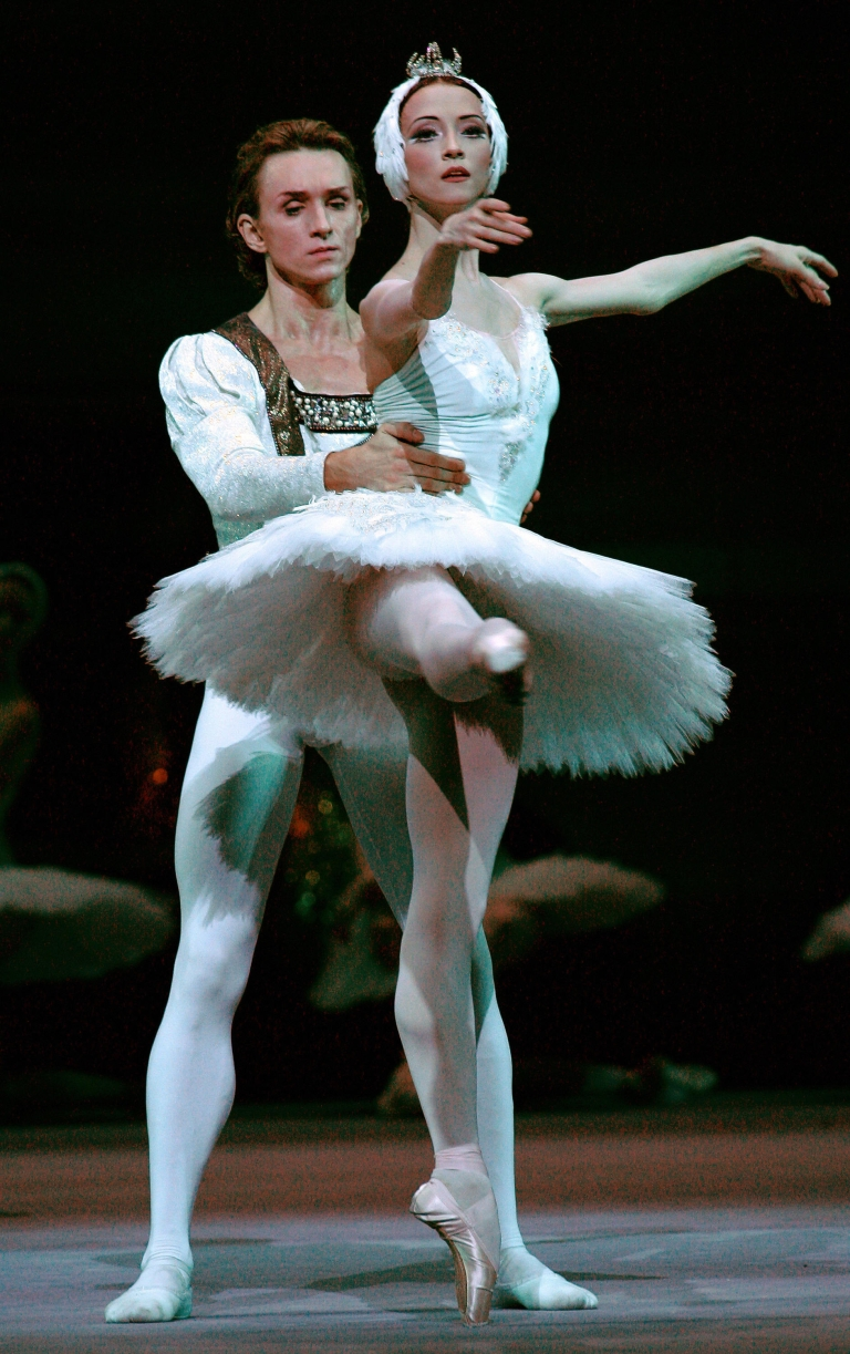 <p>Dancers Dmitri Gudanov and Svetlana Lunkina from the Russian Bolshoi Ballet Company perform during a rehearsal of the 'Swan Lake' in London.</p>