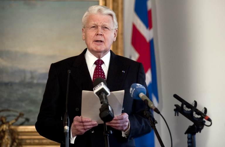 <p>Icelandic President Olafur Ragnar Grimsson announces on January 5, 2010 in Reykjavík in a speech televised to the nation that he would not sign a controversial bill to compensate the British and Dutch governments over the failure of Icesave bank, instead referring the issue to a referendum.</p>