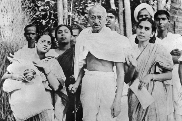 <p>Indian philosopher and nationalist leader Mohandas Karamchand GGndhi, better known as MGhatma Gandhi (C) poses with women during his tour of Bengal province in 1946.</p>