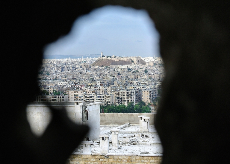<p>Syrian government troops are preparing a massive assault on the rebel-held parts of the northern city of Aleppo, reports indicate.</p>